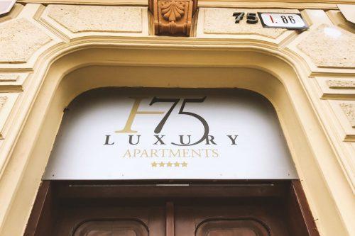 Polepy a nápisy pre H75 Luxury apartments