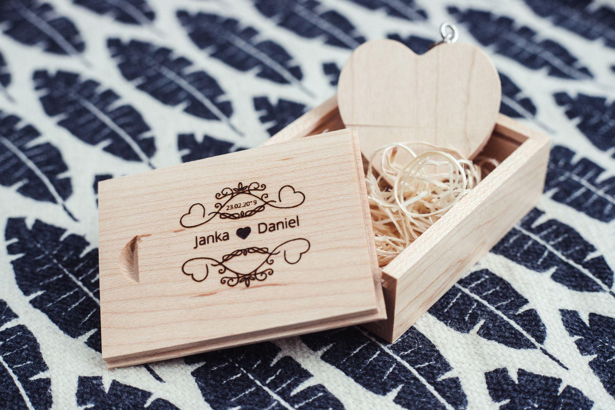 svadobná krabička usb