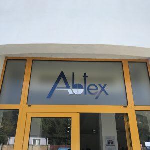 abtex logo polep mliečná fólia