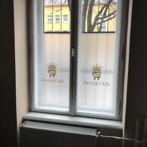 dental club polep na okno mliečná fólia