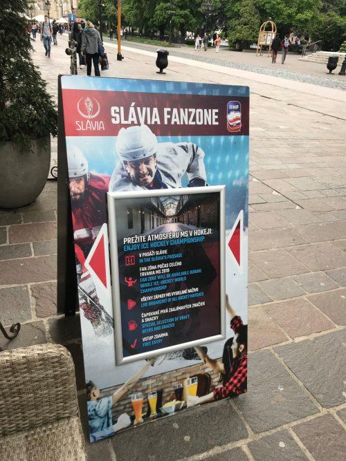 Reklamný stojan na mieru pre kaviareň Slávia