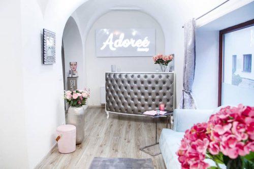 Svetelná reklama do interiéru Adoree Beauty